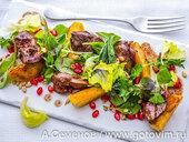 Салат из куриной печени с яблоками и зернами граната