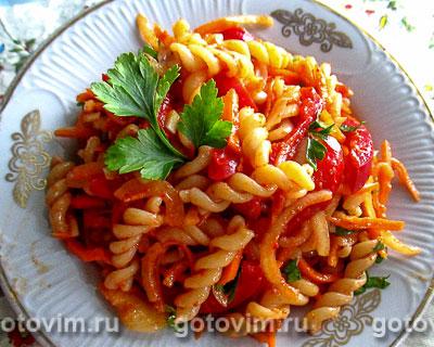 Салат из макарон с корейской морковкой. Фотография рецепта