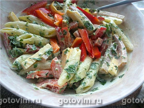 Салат из макарон с сыром и ветчиной. Фотография рецепта