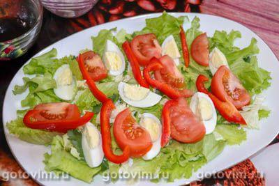 Салат с консервированным тунцом, яйцом и овощами