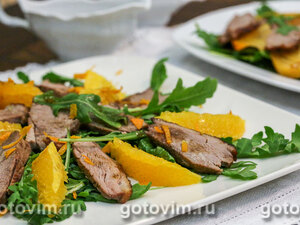 Теплый салат из утиной грудки с апельсинами