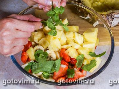 Пряный фруктовый салат в ананасе, Шаг 03