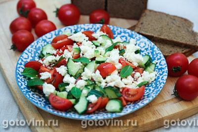 Овощной салат с творогом. Фотография рецепта