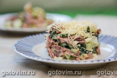 Салат из языка с овощами и сыром. Фотография рецепта