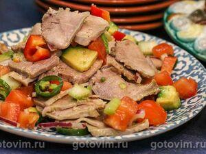 Салат из языка с авокадо, сельдереем и перцем чили