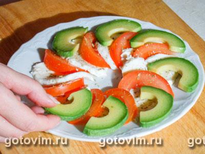 Трехцветный салат из авокадо с моцареллой, Шаг 03