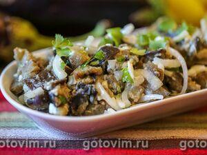 Салат из баклажанов, фасоли и маринованного лука