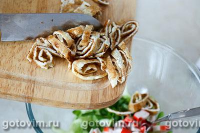 Салат с  крабовыми палочками VIČI,  яичным блинчиком и огурцом, Шаг 06