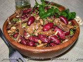 Салат фасолевый с грибами и орехами