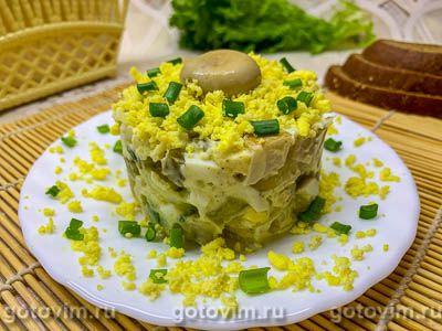 Салат с солеными груздями, огурцом и картофелем