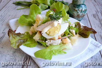 Салат из индейки с гренками