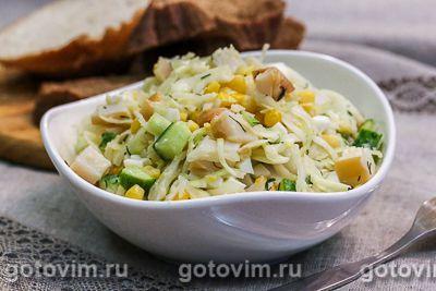 Салат с копченым кальмаром, капустой и огурцом