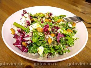 Веганский салат с киноа, миндалем и спаржей