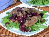 Теплый салат из куриной печенки с руколой
