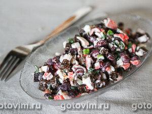 Салат из крабовых палочек с фасолью и сухариками