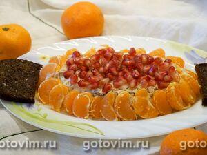 Салат из куриного мяса с мандаринами и гранатом
