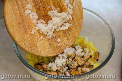 Салат с мидиями, помидорами и рисом