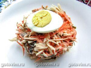 Салат из морской капусты с яйцом, огурцом, морковью и яблоками