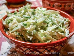 Овощной салат из пекинской капусты с огурцом