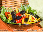 Салат из сладких перцев с оливками и каперсами