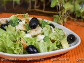 Салат из авокадо с курицей и брынзой