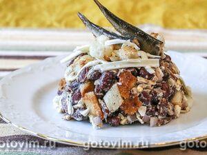 Салат со шпротами, фасолью и плавленым сырком