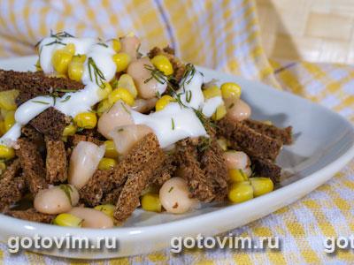 Салат из кукурузы с сухариками. Фотография рецепта