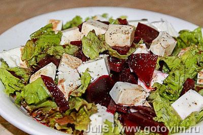 Салат из свёклы с брынзой. Фотография рецепта