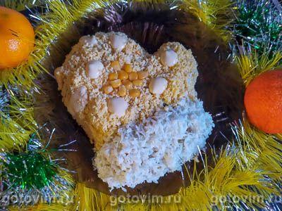 Салат «Варежка» с крабовыми палочками и кукурузой . Фотография рецепта