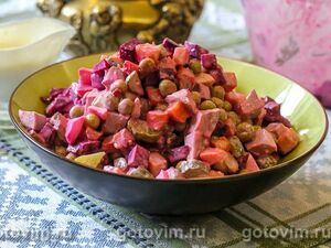 Салат из языка со свеклой и овощами