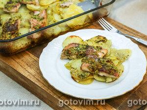 Сазан, запеченный с чесночным маслом и картофелем