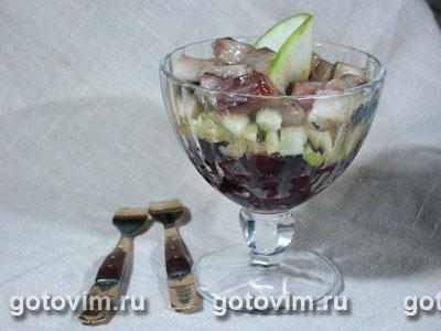 Салат из сельди с яблоками. Фотография рецепта