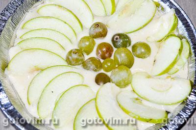 Шарлотка на сгущенном молоке с яблоками и виноградом, Шаг 04
