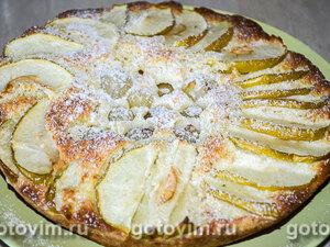 Шарлотка на сгущенном молоке с яблоками и виноградом