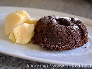 Шоколадный фондан с ванильным мороженым