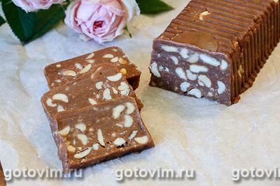 Шоколадная колбаска из печенья с соленым арахисом
