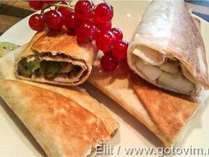 Cладкие тортильи с фруктами и сыром