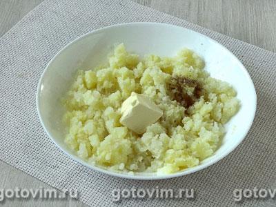 Лодочки из слоеного теста с куриным филе, картофелем и солеными огурцами, Шаг 02