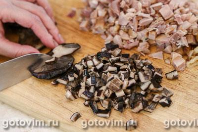 Слоеный салат с копченой курицей и грибами, Шаг 02