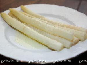 Спаржа со сливочным маслом и лимонным соком