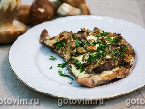 Стейки из свиной шейки с белыми грибами в сметане