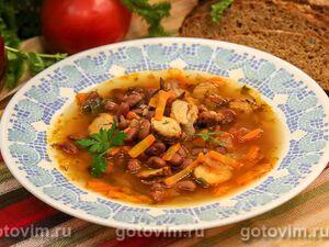 Суп фасолевый с копчеными колбасками из индейки