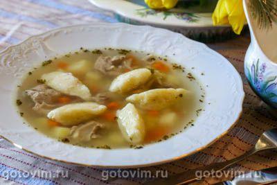 Куриный суп с клецками из манки