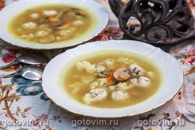 Суп с фрикадельками из индейки, цветной капустой и грибами
