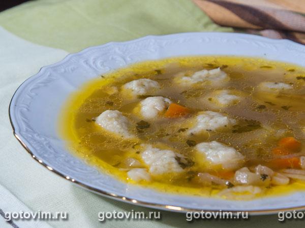 Куриный суп с клецками и сельдереем. Фотография рецепта
