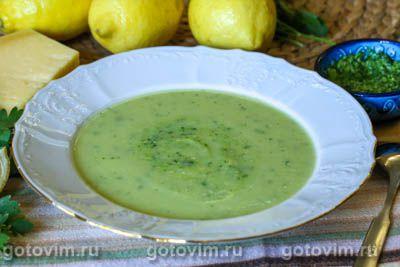 Суп-пюре из кабачков с песто из петрушки