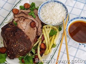 Свиная шейка со сливово-имбирным соусом на китайский манер