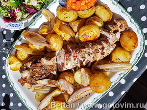 Свиная вырезка в духовке с соусом ромеско