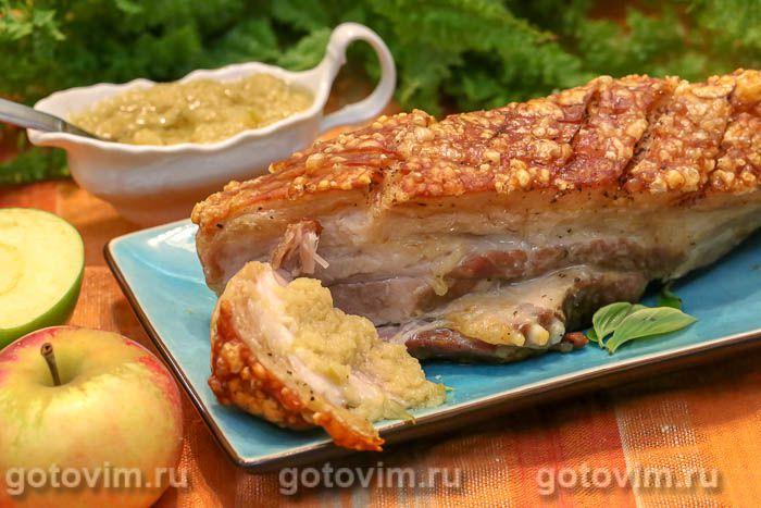 Свиная грудинка с соусом из хрена и яблок