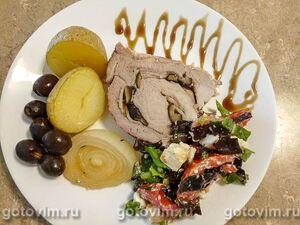 Рулет из свинины с маслинами и беконом в духовке